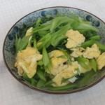 杰米田园芹菜炒肉丝的做法