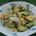 杰米田园春色满园——黄瓜炒鸡蛋的做法