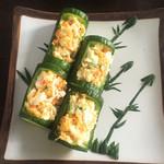 经过的转角黄瓜红椒拌鸡肉的做法