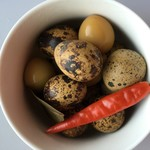 小墨鱼。五香鹌鹑蛋的做法