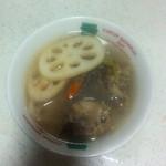 茈钕吇╰莈人庝つ排骨莲藕汤的做法