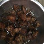 张家厨子鹌鹑蛋红烧肉的做法