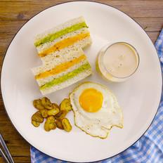 番薯牛油果三明治与乌龙奶茶 太阳猫早餐