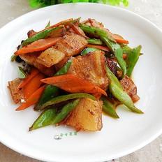 胡萝卜青椒炒五花肉