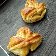奶油蝴蝶结椰蓉面包