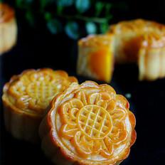 广式绿豆蛋黄月饼