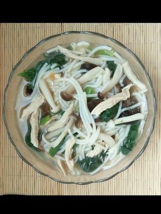 鸡肉鸡汤菌菇米粉的做法