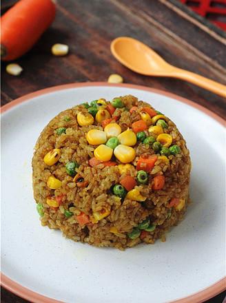 五彩咖喱炒饭的做法