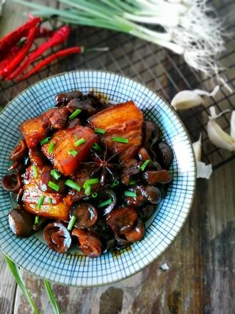草菇烧肉的做法