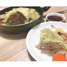 包菜、猪肉末的彩色千层
