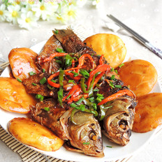 铁锅炖鱼贴饼子