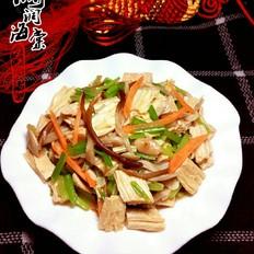芹菜针菇炒腐竹