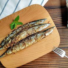 美味的烤秋刀鱼