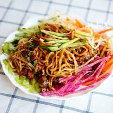 老北京炸酱面:北京人最爱的面条