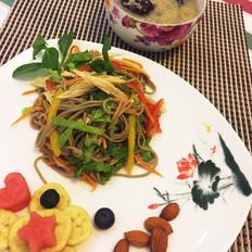 彩蔬拌荞面配黄金消暑粥