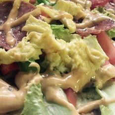 葱油饼沙拉配果汁 香蕉混酸奶