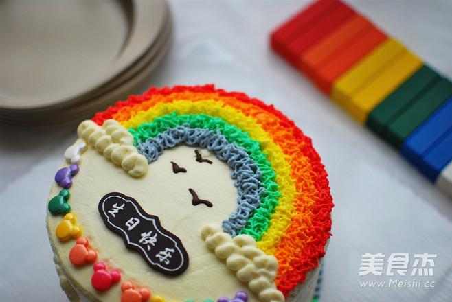 色彩艳丽的彩虹蛋糕,深受每一个孩子的喜爱。它不仅仅是表面的彩虹装饰,切开蛋糕,里头还能遇见彩虹,充满了惊喜。妈妈们赶快学起来,在孩子生日的时候做一个,孩子们一定很开心。详细的步骤,小技巧,我都分享出来了,参考着菜谱,一定能轻松做出来。要是家里的烤箱不够大,需要分开两三次烤,一次15分钟。排队等候入烤箱的蛋糕糊很稳定,不用担心消泡的,打蛋白时用中速打发,拌蛋黄糊的时候快速轻盈不打圈,记住这些小技巧,蛋糕就成功了一大半啦,加油! 烘焙:烤箱中层,上下火175度15分钟,然后上火转为200度烤5分钟上色 模具: