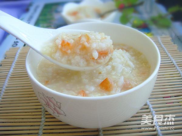 每天早上一把大米和一把小米煮二米粥喝,从一味的白米粥到现在五花八门,最喜欢的还是咸鲜粥。今天这道粥里面加入了冬瓜蓉,要是怕麻烦也可以直接把冬瓜切成细粒,儿子不喜欢吃冬瓜,我只能这样做,加入了自制的鲜美海虾干一起煲粥,冬瓜味早已被海虾淹没,反而因为是冬瓜蓉的效果,煲的粥颜色显得有点晶莹剔透的感觉。味道也出奇地鲜美,如果你喜欢也可以这样尝试一下 用料