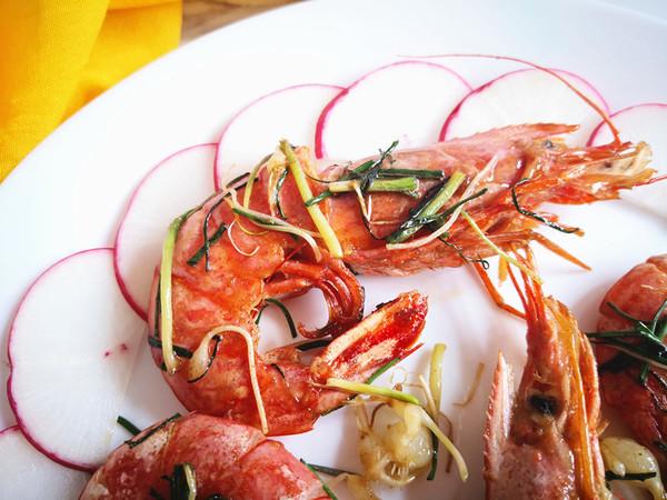 野山蒜煎大虾的做法