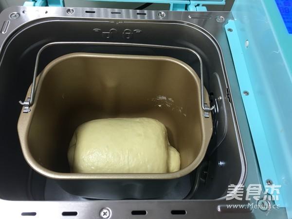 面包机版面包啤酒吐司肉松卤蛋带苦味图片