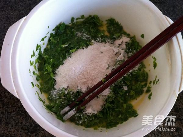 芹菜叶鸡蛋饼的做法 菜谱