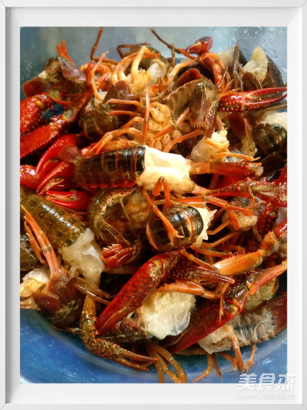 把小龙虾洗干净 虾线 头部 全部都清理干净