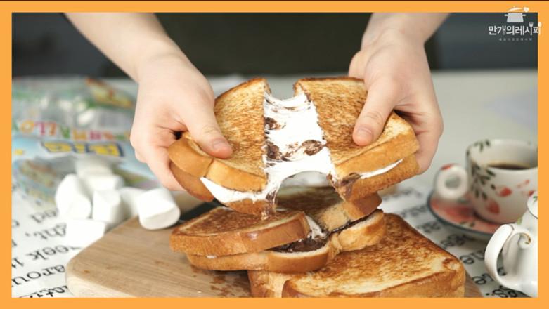 棉花糖巧克力酱三明治成品图