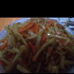 消失的纯真红萝卜炒土豆的做法