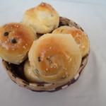 杰米田园黑芝麻玉米奶酪小餐包的做法