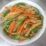 杰米田园五花肉青椒土豆片的做法