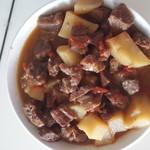 热雪球牛肉炖土豆柿子的做法
