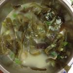 蒋沁虾皮海带汤的做法