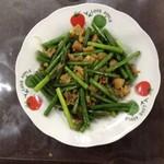 圣女果炒西红柿蒜苔炒扇贝肉的做法