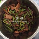 龙love娟肉炒蒜苔的做法