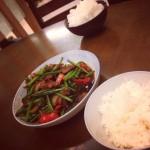 王慧慧子子韭菜苔炒肉片的做法