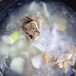 庭前花落萝卜棒骨汤的做法