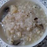 伊嘉逸薏米山药红枣粥的做法