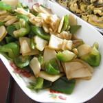 壹笑嫣然青椒炒土豆片的做法
