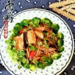 雨润海棠尖椒炒三文鱼的做法