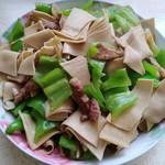 木昜0824尖椒干豆腐的做法