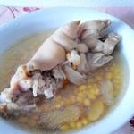 馋嘴乐黄豆猪脚汤的做法