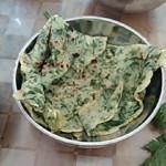 ゛賣火柴的小姑娘ヾ芹菜煎饼的做法