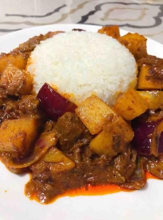 黄咖喱炖牛腩盖饭的做法