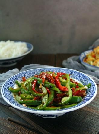 腊肠炒青椒的做法