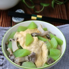 秀珍菇莴笋烩蛋饺