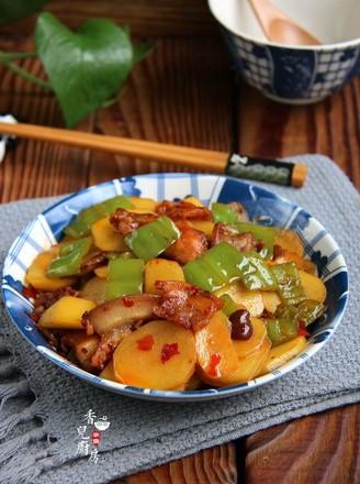 五花肉青椒土豆片的做法