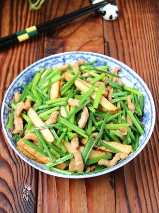 韭菜苔豆干炒肉丝的做法