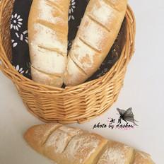麦香味浓郁的法棍面包