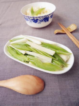 山药炒芹菜的做法