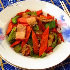 五花肉炒胡萝卜尖椒